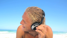 Blonde man bobbing while listening to music Stock Video Footage