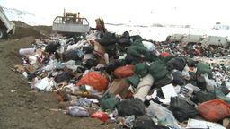 HD2008-12-8-12 landfill caterpiller g truck Stock Video Footage