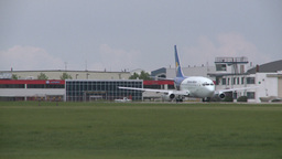 HD2008-6-1-23 B737 taxi Stock Video Footage