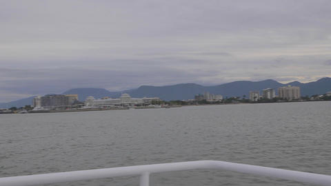pan of the town of cairns with the mountain backdr Stock Video Footage