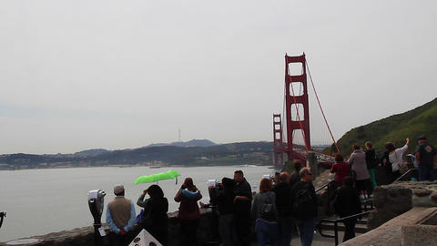 dolly - tourists golden gate from north viewpoint Live影片