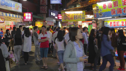 people purchase at fenjia night market in taichung Live影片