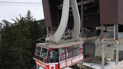 grouse mountain cable car skyride arrives Stock Video Footage