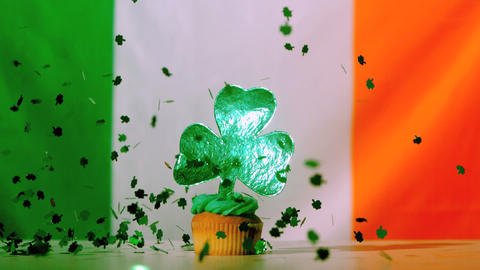 Shamrock confetti falling on st patricks day cupca 影片素材