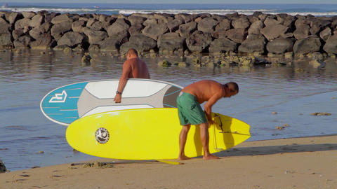 fit men preparing to head out to surf and waikiki Stock Video Footage
