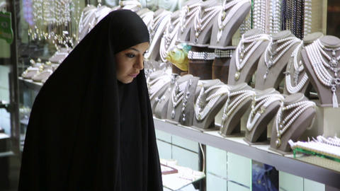 Steadycam - Woman with headscarf shopping at Grand Footage