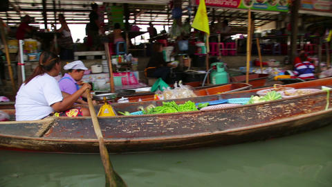 BANGKOK, THAILAND - FEBRUARY 2014: people at float Footage