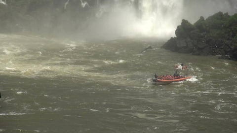 013 Iguazu waterfalls , big boat with tourists und Stock Video Footage