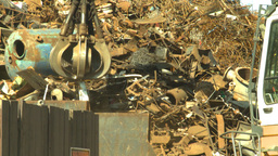 HD2008-9-3-25 metal recycler grapple Stock Video Footage
