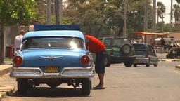 HD2009-4-7-31 Cuba old car repair street Footage