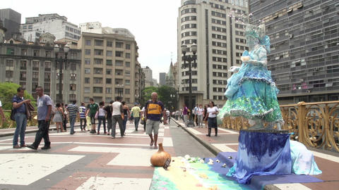 101 Sao Paulo , Streetartist dancing Footage