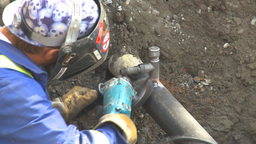 HD2009-8-20-8 gas pipe wire brush Stock Video Footage