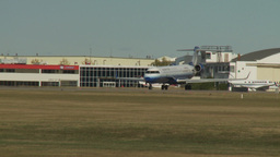 HD2009-8-43-6RC crj United exprerss taxi and turn Stock Video Footage