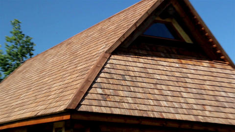 The cedar wooden shingle rooftop of the small log  ライブ動画