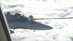 HD2009-6-3-31 aerial F18s refuel Stock Video Footage
