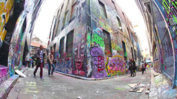 Tourists visiting Hosier lane in Melbourne ビデオ