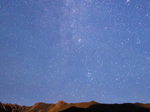 Milky Way over the ridge. Time Lapse. 640x480 Live Action