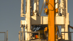 HD2009-9-17-5 drill rig pan doghouse to rig Stock Video Footage