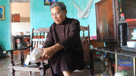 the medicine man and medicinal herbs, asia Stock Video Footage