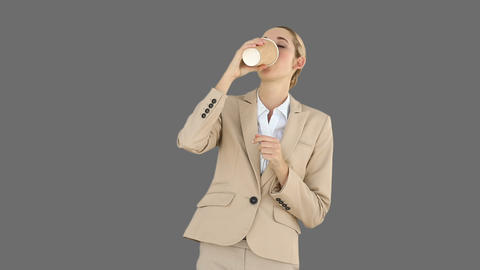 Businesswoman drinking coffee to go Filmmaterial
