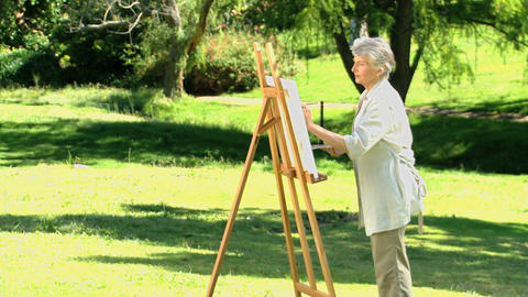 Old woman painting a canvas ライブ動画