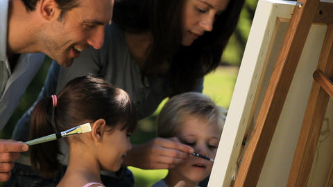 Childs painting a canvas with their parents ライブ動画