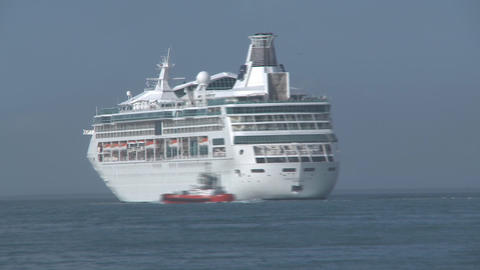 cruise ship turn time lapse Stock Video Footage