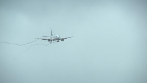 plane landing in cross winds Stock Video Footage