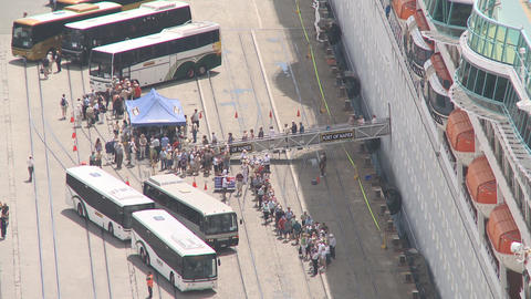 passengers disembark a cruise ship Stock Video Footage