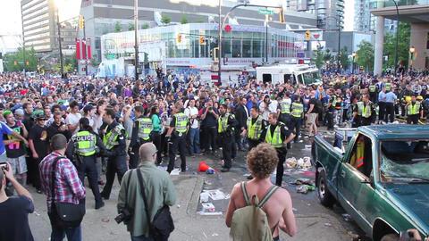 Man flees police in rioting crowd - HD Footage
