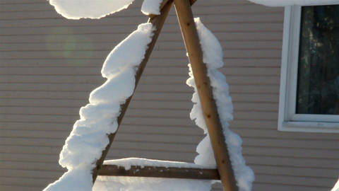 A triangular pole full of snow Live Action