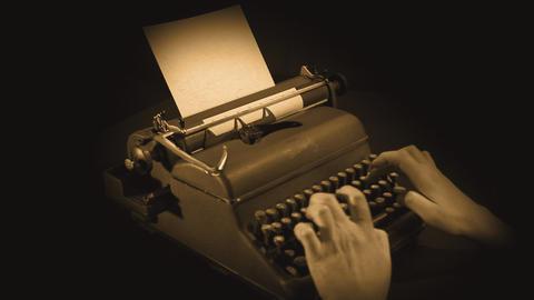 wrting on typewriter in sepia ライブ動画