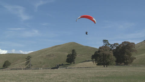 para glider landing in a field Stock Video Footage
