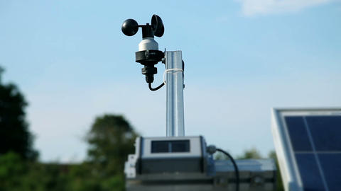 Metric device for weather forecast on solar power  Live Action