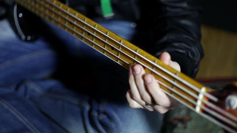 musican playing guitar ビデオ