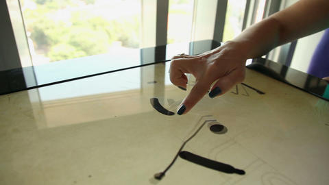 Playing with touch screen table while floor moving, ライブ動画