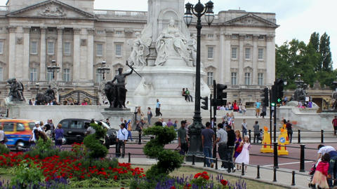 Crowd of tourists in front of Buckingham Palace Footage