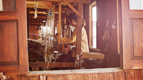 INLE LAKE. MYANMAR - CIRCA JAN 2014: Old Weaving F stock footage