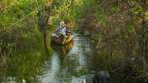SIEM REAP. CAMBODIA - 21 DEC 2013: Small boats row Footage