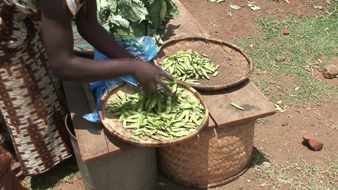 Malawi: african woman sells pease in a market Stock Video Footage
