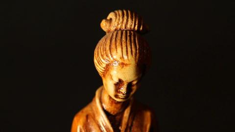 Geisha Statue ART 01 tilt Stock Video Footage