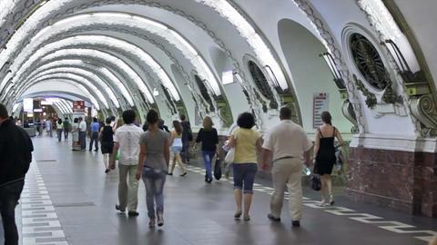 Ploshchad Vosstaniya, commuters at station, St. Pe Stock Video Footage