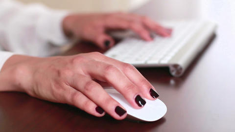 Businesswoman Office Working Mouse Browsing ライブ動画