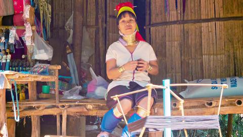 CHIAND RAI. THAILAND - 04 DEC 2013: Kayan Lahwi (L stock footage