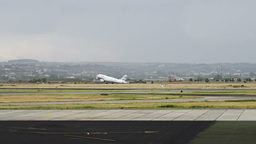 Airplane Taking Off ビデオ
