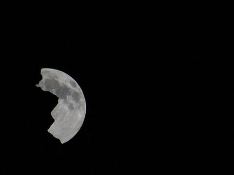 The moon comes out of the rock. Time Lapse. 640x48 Footage