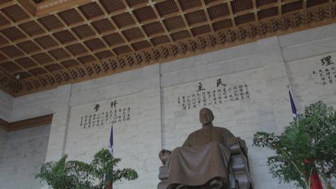 Chiang Kai Shek Memorial hall - tilt of of statue Footage