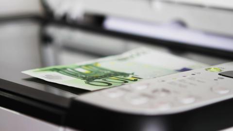 Scanning 100 Euro Footage