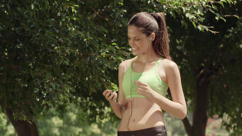Girl With Mp 3 Player Runningin City Park 画像