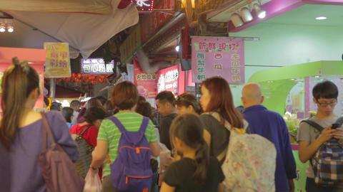 family walking - Raohe night market Live Action